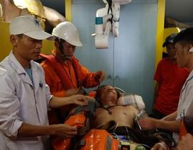 Cấp cứu ngư dân bị tời đập vào giữa bụng gây hôn mê
