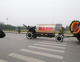 Linh xa chở linh cữu Đại tướng Lê Đức Anh qua các tuyến phố Hà Nội