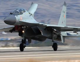 """""""Hổ mang chúa"""" Su-30MKI của Ấn Độ lần đầu tập xuất kích ở sân bay dân sự"""
