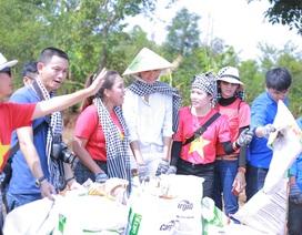 Hoa hậu H'Hen Niê cùng tư vấn sức khỏe sinh sản, đội nắng nhặt rác ở buôn làng