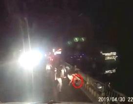 Điều tra vụ tài xế xe container bị nhóm thanh niên hành hung