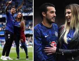 """Dàn mỹ nhân xinh đẹp """"đổ bộ"""" sân cỏ mừng Chelsea giành vé Champions League"""