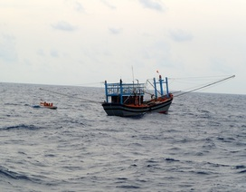 Hai tàu cá bị hỏng máy, đang thả trôi ở vùng biển Hoàng Sa