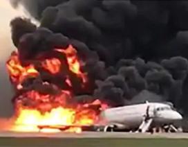 Video hành khách hoảng loạn nhảy khỏi máy bay Nga bốc cháy dữ dội