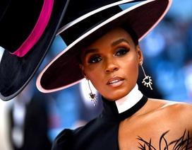 Janelle Monae đội bốn chiếc mũ dự Met gala