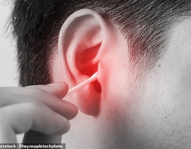 Áp-xe màng não do ngoáy tai bằng tăm bông