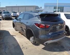 Trộm đột nhập đại lý ô tô, lấy cắp 124 bánh từ các xe đang trưng bày