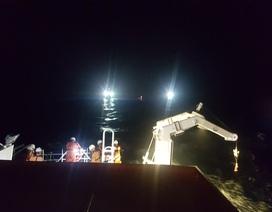 Trắng đêm cứu 16 ngư dân gặp nạn ở Hoàng Sa