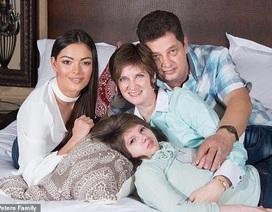 Hoa hậu hoàn vũ đau đớn khi mất em gái 13 tuổi