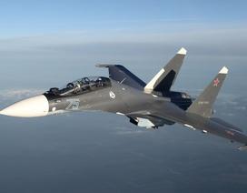 """Video máy bay chiến đấu Nga nghi """"vượt đầu"""" máy bay Mỹ tại Syria"""