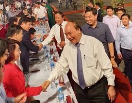 Thủ tướng cùng hàng vạn người dân dự Lễ hội Hoa Phượng đỏ 2019