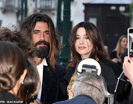"""Cựu """"Bond girl"""" Monica Bellucci dự sự kiện cùng bạn trai kém 18 tuổi"""