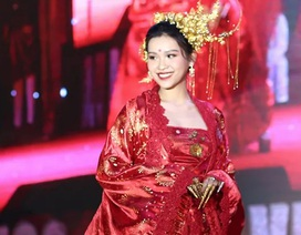 Nam thanh nữ tú ĐHQG Hà Nội khoe sắc với trang phục truyền thống 5 châu