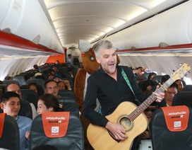 """Đại sứ và Tổng lãnh sự Úc mang """"đặc sản"""" nước mình đến hành khách Jetstar"""