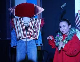 Nữ sinh lớp 11 nhận học bổng 200 triệu đồng nhờ thiết kế thời trang từ hình tượng Bà Mụ