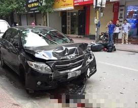 Hà Nội: Ô tô gây tai nạn liên hoàn, 2 mẹ con trọng thương