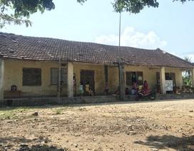 Có trường mới, 60 học sinh vẫn phải học ở nơi... chờ sập