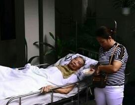 Giải cứu cụ ông 80 tuổi bị liệt ra khỏi ngôi nhà đang bốc cháy