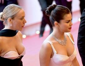 Selena Gomez khoe ngực nảy nở tại LHP Cannes