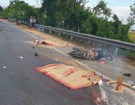 """Xe tải """"tông"""" xe máy, 2 người tử vong tại chỗ"""