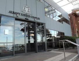 Australia phạt công dân Việt Nam 1.800 USD vì đánh vào mông trẻ em