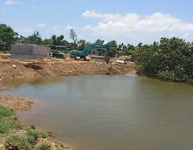 """Nhà thầu thản nhiên bịt cả dòng sông, dân """"lãnh đủ"""" hậu họa ô nhiễm môi trường"""