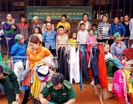 """Tủ quần áo miễn phí """"ai cần đến lấy"""" cho người dân nghèo miền núi"""