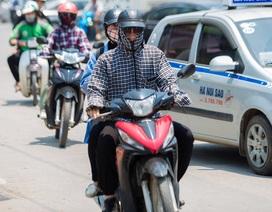 """Muôn kiểu thời trang """"ninja"""" chống nắng gắt 40 độ của người Hà Nội"""