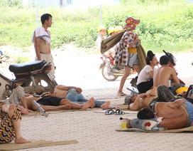 """Gầm cầu thành nơi trốn nắng """"như đổ lửa"""" ở Hà Nội"""