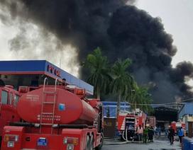 Cháy lớn kho hàng nằm gần cây xăng ở Hải Phòng