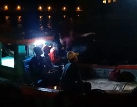 Kịp thời cứu 9 ngư dân bị đâm chìm tàu trên biển