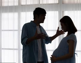 Mang thai cùng tình cũ, bạn gái tôi chọn anh ta vào phòng hộ sinh, không chọn tôi!