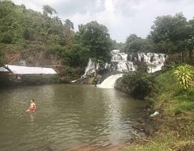 Ba học sinh gặp nạn khi tắm thác, một học sinh tử vong