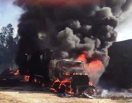 Xe container cháy ngùn ngụt khi đang đậu, người dân hú vía