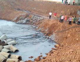 Hàng loạt giếng nước cạnh khu công nghiệp chuyển màu đen, bốc mùi hôi thối
