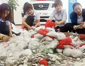 """Nữ """"đại gia"""" mang 66 túi tiền xu đi mua ô tô, 17 nhân viên đếm 3 ngày mới xong"""