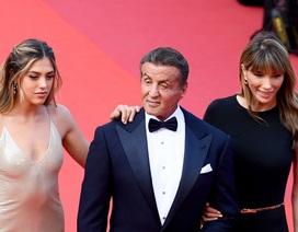 """""""Rambo"""" hạnh phúc cùng vợ con dự LHP Cannes"""