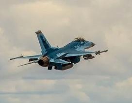"""Video F-16 Mỹ """"cải trang"""" thành Su-57 Nga lần đầu cất cánh"""