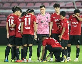 HLV Muangthong United bất ngờ chỉ trích Văn Lâm