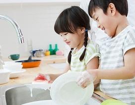 Bố mẹ đang tước đi kỹ năng sống độc lập của con vì những điều này
