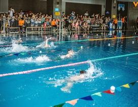 """Nghệ An: Các """"kình ngư"""" nhí háo hức chờ đón Giải bơi trong nhà lớn nhất trong năm."""