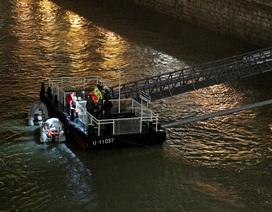 Lật tàu du lịch trên sông Đa-nuýp ở Hungary, 7 người chết, 19 người mất tích
