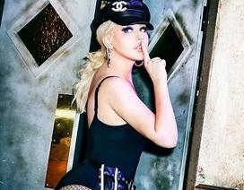 Christina Aguilera trở lại nóng bỏng và gợi cảm