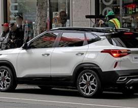 Crossover mới của Kia bất ngờ lộ diện trên phố