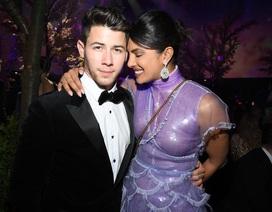 Priyanka Chopra hạnh phúc nắm tay chồng kém 10 tuổi đi ăn tối