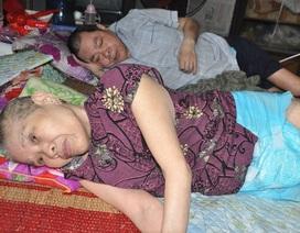 Lay lắt cảnh 2 ông bà cùng nằm liệt giường, sống trong đói khổ