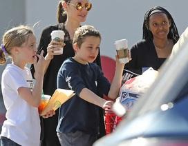 Angelina Jolie dành ngày cuối tuần cho các con