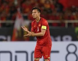 Quế Ngọc Hải đeo băng đội trưởng đội tuyển Việt Nam ở King's Cup
