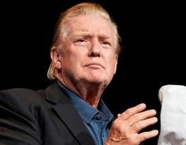 """Kiểu tóc lạ của Tổng thống Trump gây """"bão"""" mạng"""
