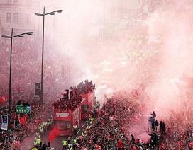 Choáng ngợp vì cảnh ăn mừng hoành tráng của Liverpool